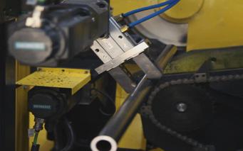 全自动金属锯切机